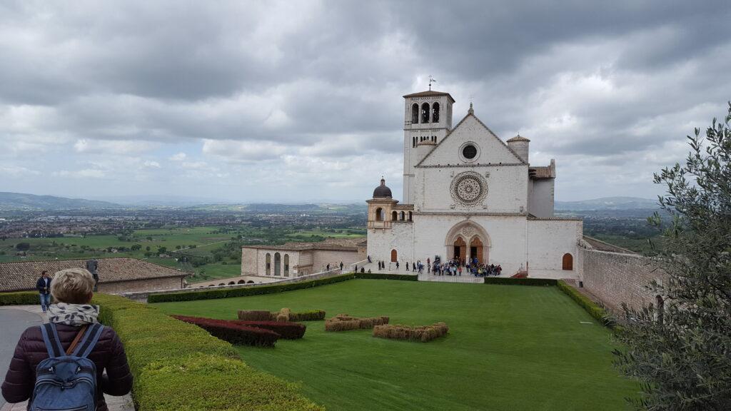 De kerk in Assisi waar Franciscus begraven ligt